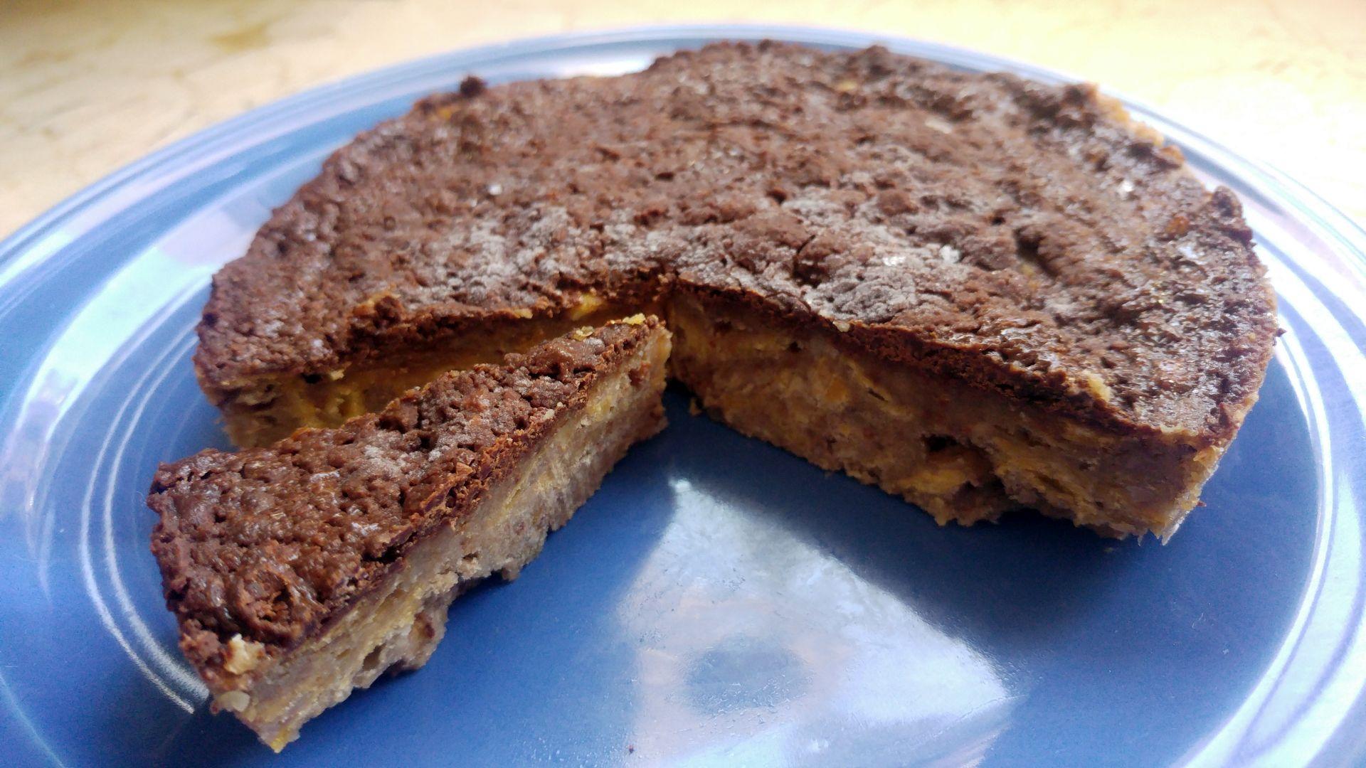 Tarta de plátano, chocolate, nuez y cereales