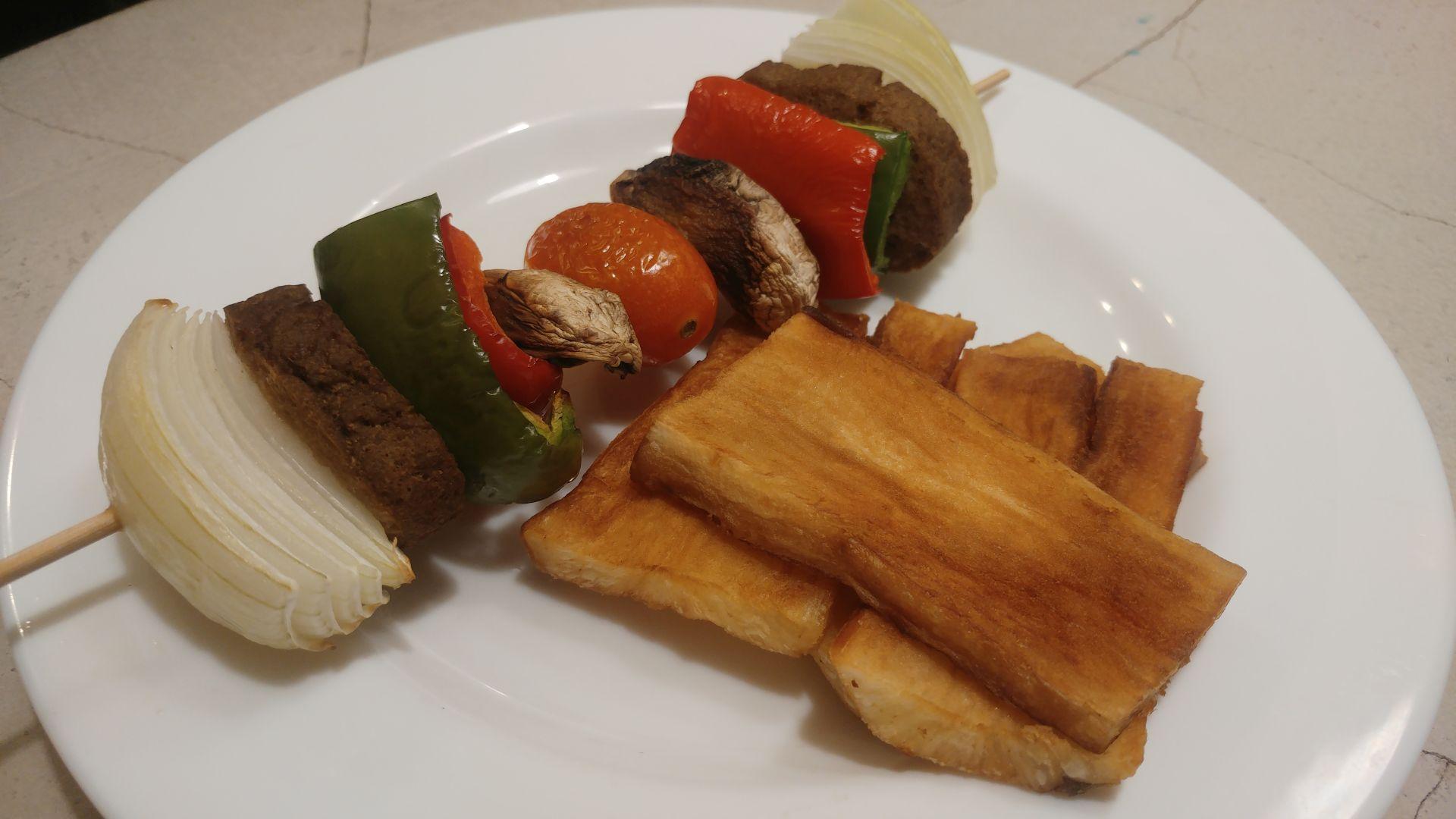 Brochette (pincho) vegano con champiñones