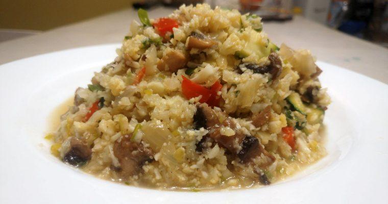 Arroz de coliflor con verduras y hongos